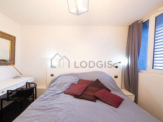 Very bright bedroom equipped with desk, storage space, 1 chair(s)