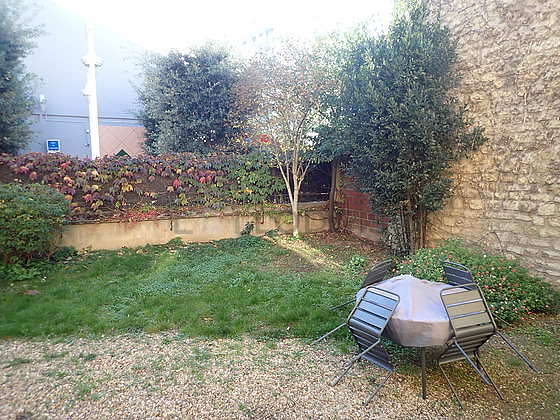 Garden furnished with dining table, 1 chair(s)