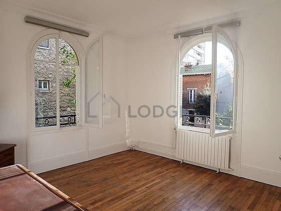 Chambre de 18m² avec du parquetau sol