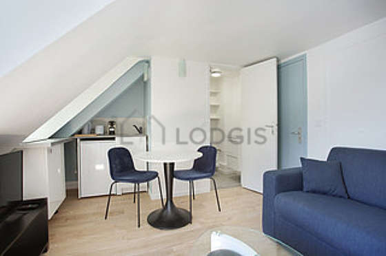 Very quiet living room furnished with 1 sofabed(s) of 160cm, tv