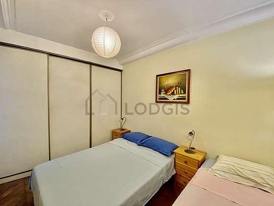 Bedroom of 12m² with woodenfloor