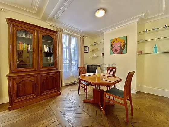Beautiful, quiet and bright sitting room of an apartmentin Paris