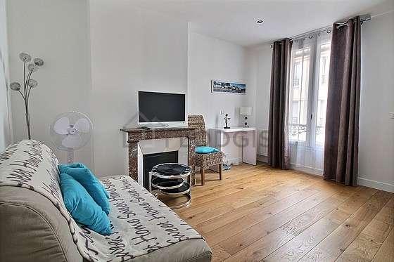 Séjour très calme équipé de 1 lit(s) armoire de 140cm, télé, placard, 1 chaise(s)