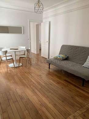 Séjour très calme équipé de canapé, commode, 1 chaise(s)
