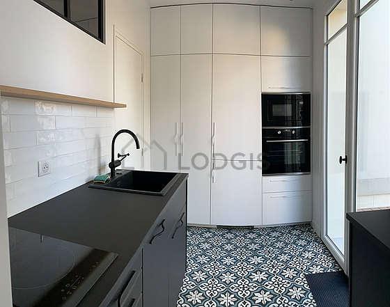 Magnifique cuisine de 6m² avec du carrelageau sol