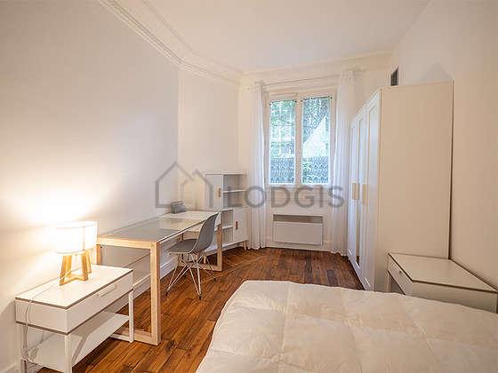 Chambre équipée de bureau, armoire, 1 chaise(s)