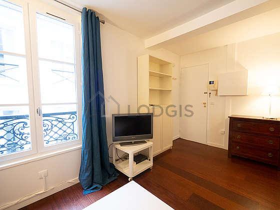 Séjour très calme équipé de 1 canapé(s) lit(s) de 150cm, télé, 1 chaise(s)