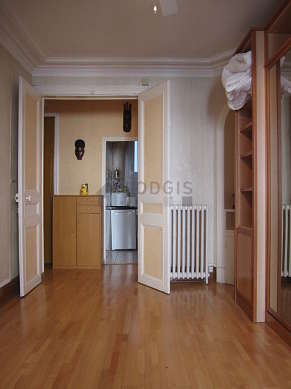Quiet bedroom for 2 persons equipped with 1 murphy bed(s) of 140cm