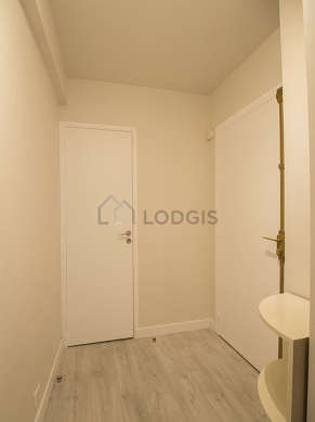 Very beautiful entrance with woodenfloor and equipped with washing machine