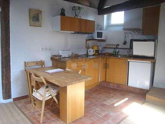 Magnifique cuisine de 5m² avec du carrelageau sol
