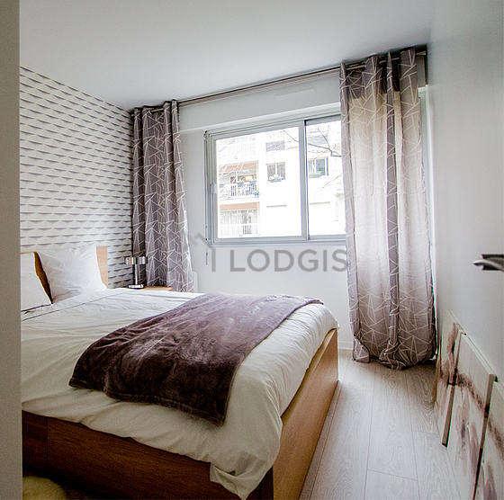 Chambre de 11m² avec la moquetteau sol