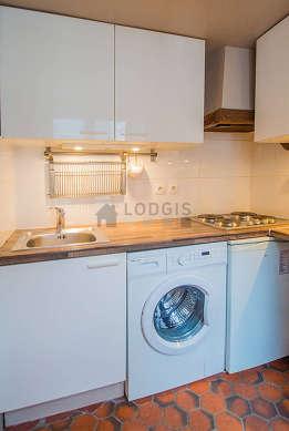 Beautiful kitchen of 2m² with floor tiles floor