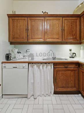 Cuisine dînatoire pour 2 personne(s) équipée de lave linge, réfrigerateur, freezer, hotte