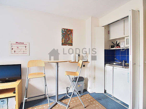 Kitchen of 1m² with the carpetingfloor