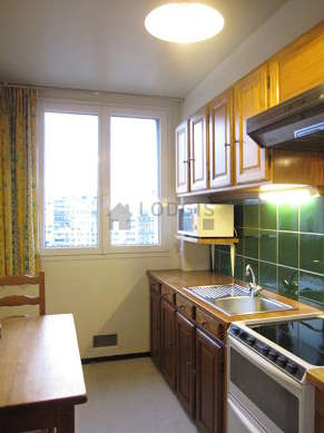 Kitchen where you can have dinner for 3 person(s) equipped with hob, refrigerator, extractor hood, crockery