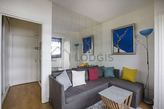 Living room of 8m² with woodenfloor