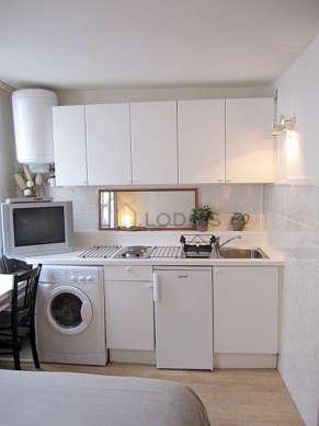 Kitchen of 2m² with linoleumfloor