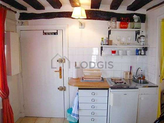 Very bright kitchen with windows