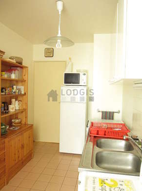 Kitchen where you can have dinner for 3 person(s) equipped with hob, refrigerator, crockery, stool