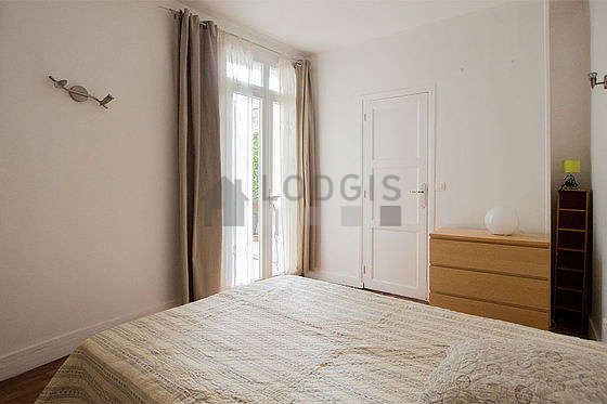 Very bright bedroom equipped with tv, 1 armchair(s), bedside table