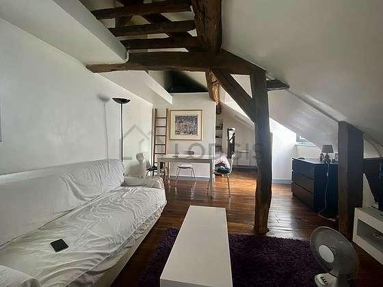 Séjour très calme équipé de 1 canapé(s) lit(s) de 120cm, télé, 4 chaise(s)