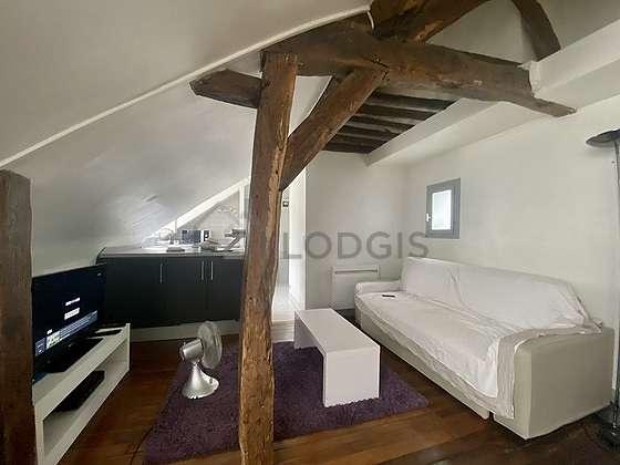 Salon de 17m² avec du parquetau sol