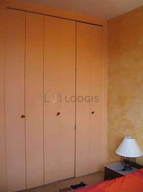 Bedroom of 11m² with the carpetingfloor