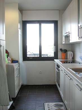 Kitchen of 7m² with tilefloor