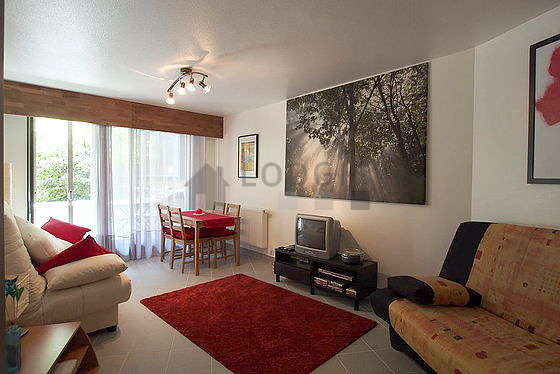 Large living room of 20m² with tilefloor
