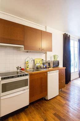 Belle cuisine de 3m² avec du parquetau sol