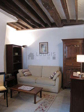Living room of 15m² with tilefloor