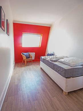Chambre de 8m² avec la moquetteau sol