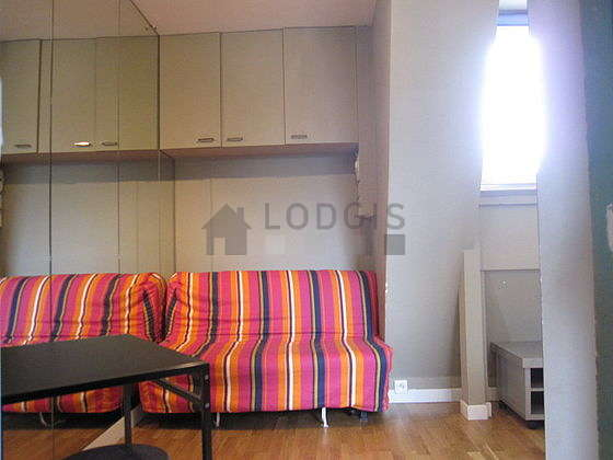 Séjour très calme équipé de 1 canapé(s) lit(s) de 130cm, télé, ventilateur, 2 chaise(s)