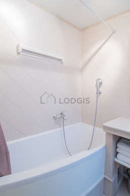 Bright bathroom with windows and with tilefloor