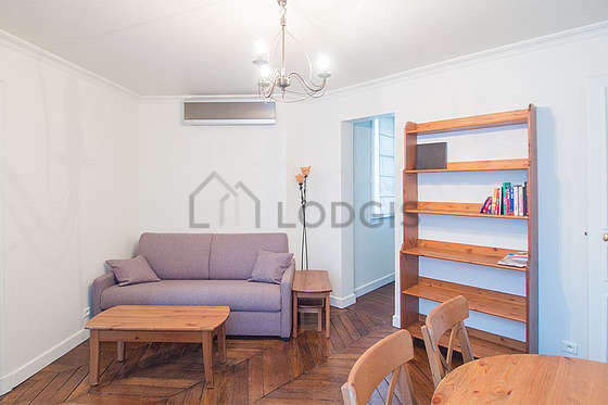 Quiet living room furnished with 1 infant bed(s) of 0cm, 1 sofabed(s) of 140cm, air conditioning, tv