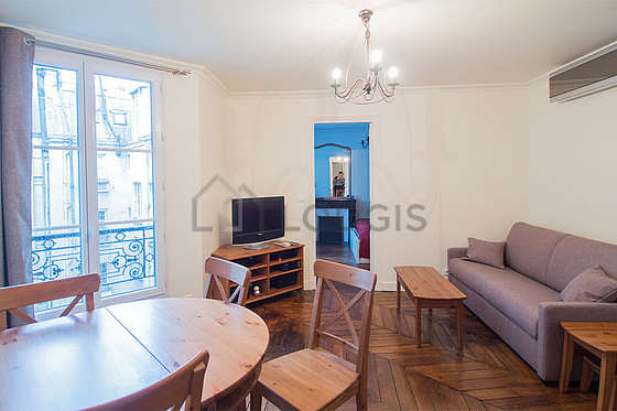Bright living room furnished with hi-fi stereo, 4 chair(s)