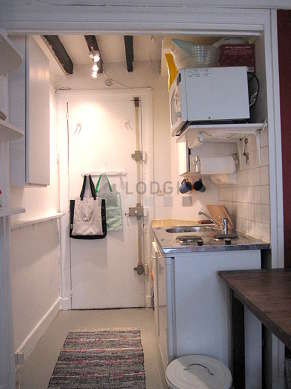 Kitchen of 3m² with woodenfloor