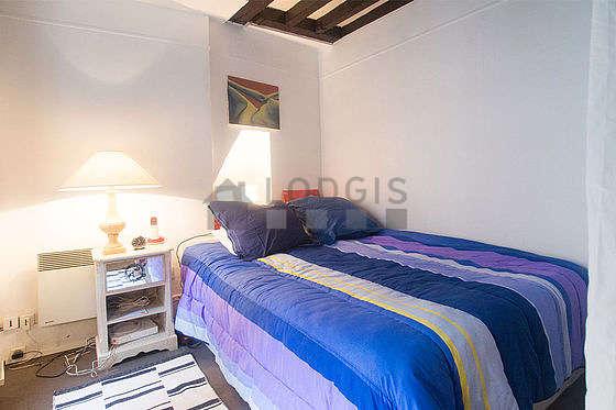 Chambre de 13m² avec la moquetteau sol