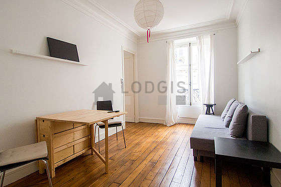 Living room of 13m² with woodenfloor
