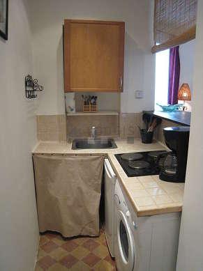 Cuisine dînatoire pour 2 personne(s) équipée de lave linge, réfrigerateur, freezer, vaisselle