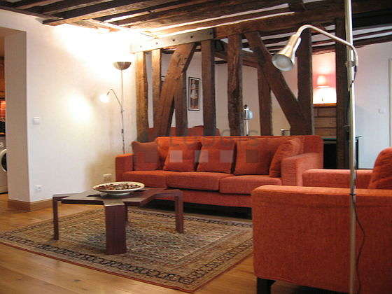 Large living room of 40m² with woodenfloor