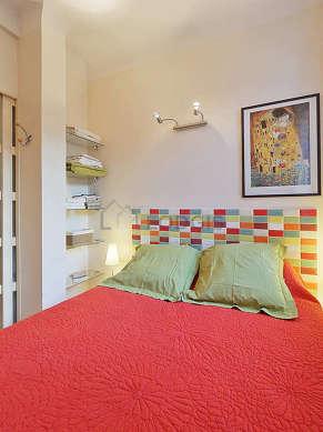 Bedroom of 5m² with woodenfloor