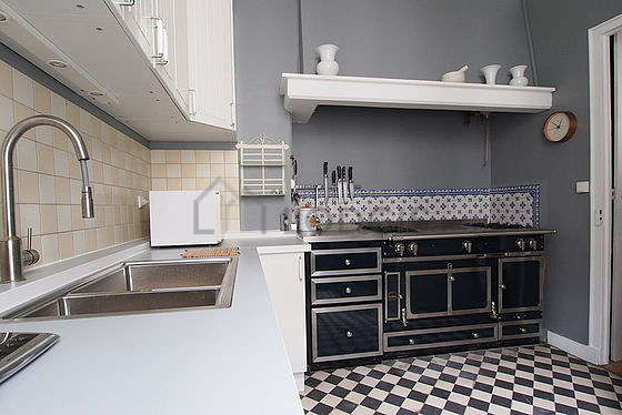 Beautiful kitchen of 10m² with tilefloor