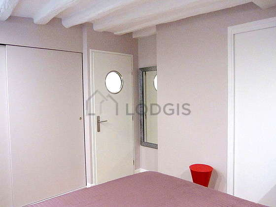 Bedroom equipped with fan, 1 chair(s), stool