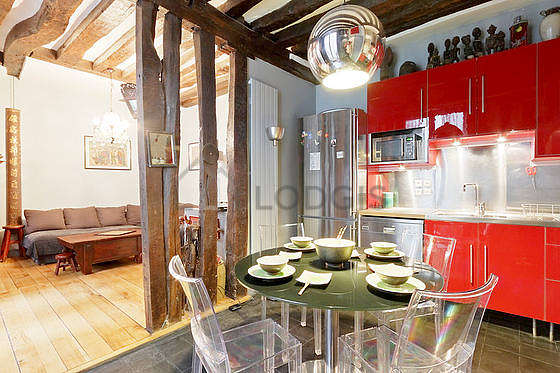 Kitchen where you can have dinner for 6 person(s) equipped with washing machine, refrigerator, extractor hood, crockery