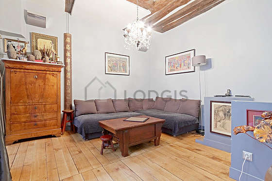 Very quiet living room furnished with tv, hi-fi stereo, storage space