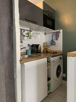 Kitchen where you can have dinner for 2 person(s) equipped with hob, refrigerator, freezer, crockery