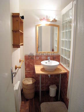Beautiful bathroom with tilefloor