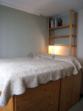 Very quiet bedroom for 2 persons equipped with 1 futon(s) of 140cm