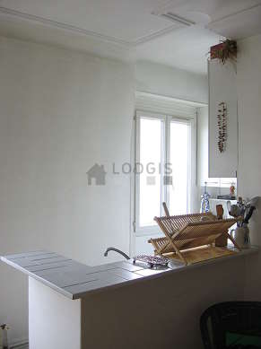 Kitchen of 3m² with linoleumfloor